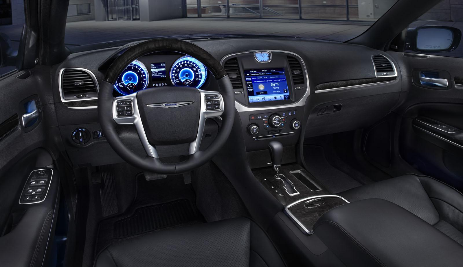 2011 Chrysler 300 interior