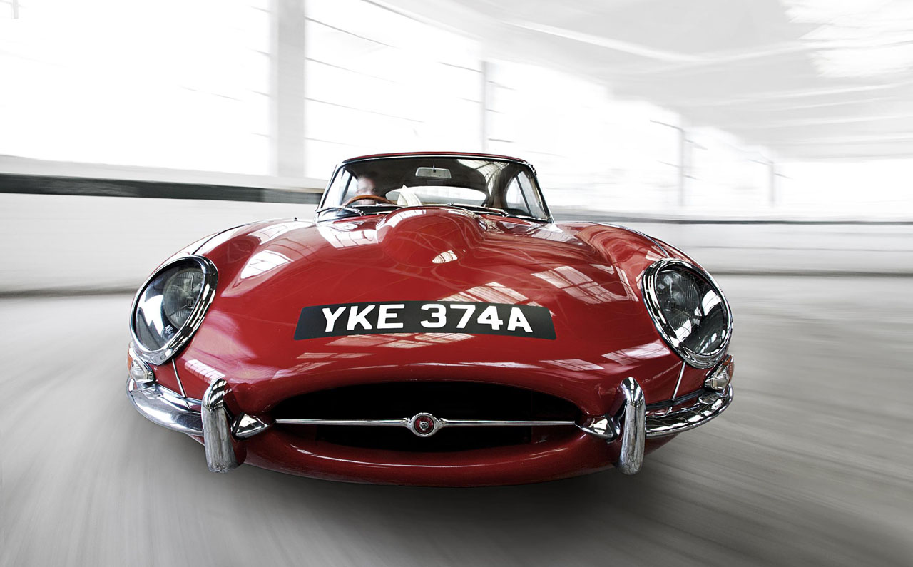 Jaguar E-Type- Carmen Red