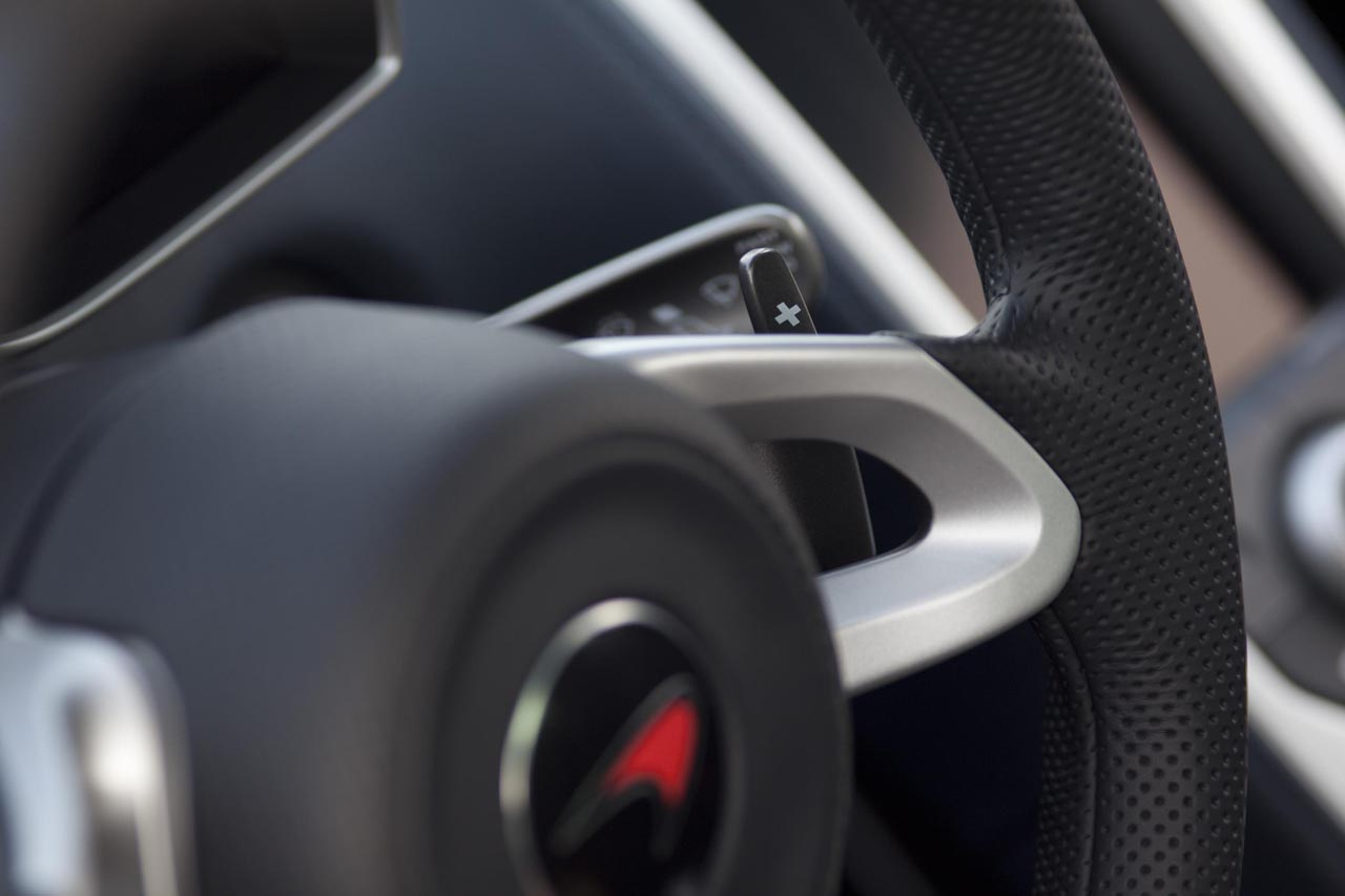 McLaren MP4-12C - paddles