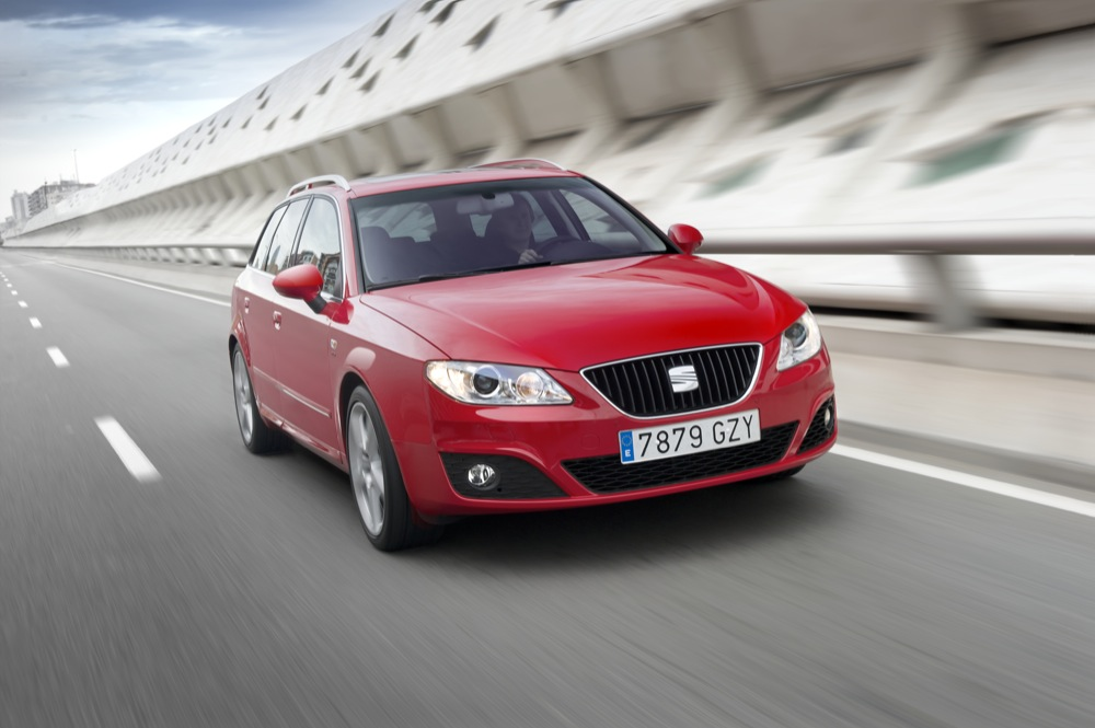 SEAT Exeo TDI Multitronic red - front view
