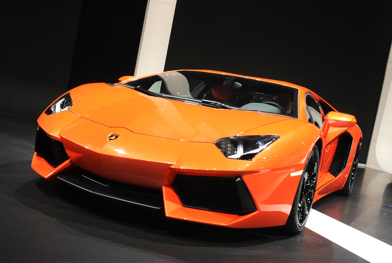 Lamborghini Aventador LP700-4 live from Geneva
