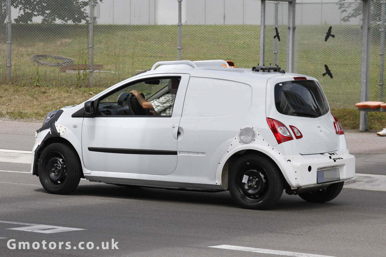 2014 smart forfour renault twingo chassis test mule spied. Black Bedroom Furniture Sets. Home Design Ideas
