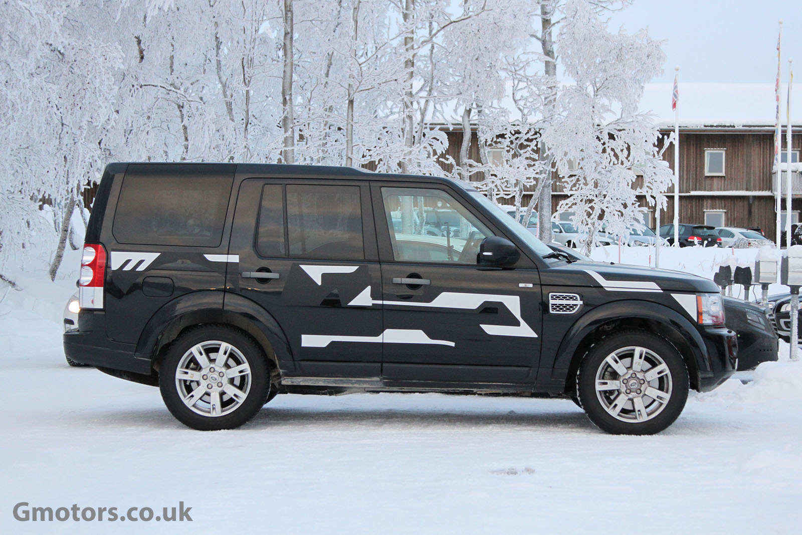 2013 - [Land Rover] Discovery IV (2ème restylage) 2015-Land-Rover-Discovery-5-Chassis-Testing-Mule-5