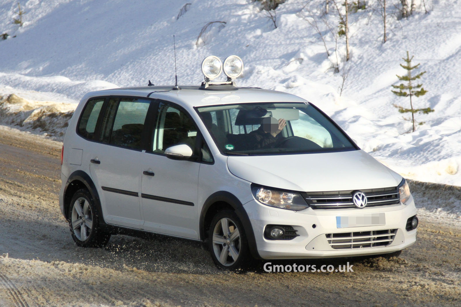 nouveau vw touran 2014 spyshot autos weblog. Black Bedroom Furniture Sets. Home Design Ideas