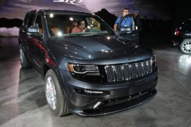 2014 Jeep Grand Cherokee SRT Facelift Debuts at the Detroit Auto Show [video]