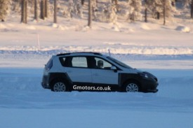 New Renault Scenic Cross Spied Winter Testing