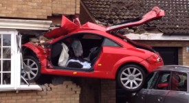 Young driver crashes his father's Audi TT into a house in Lowestoft, UK [videos]