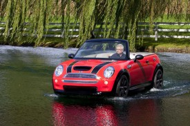 MINI Cooper Convertible boat drives on water as part of Aberdeen Dad Vail Regatta