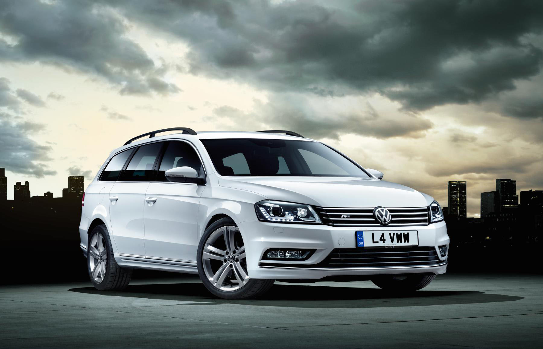 New Volkswagen Passat R-Line Estate