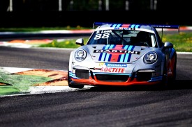 Porsche 911 GT3 Cup with Martini livery looks just beautiful
