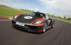 Porsche 918 Spyder shown in production body along with new details