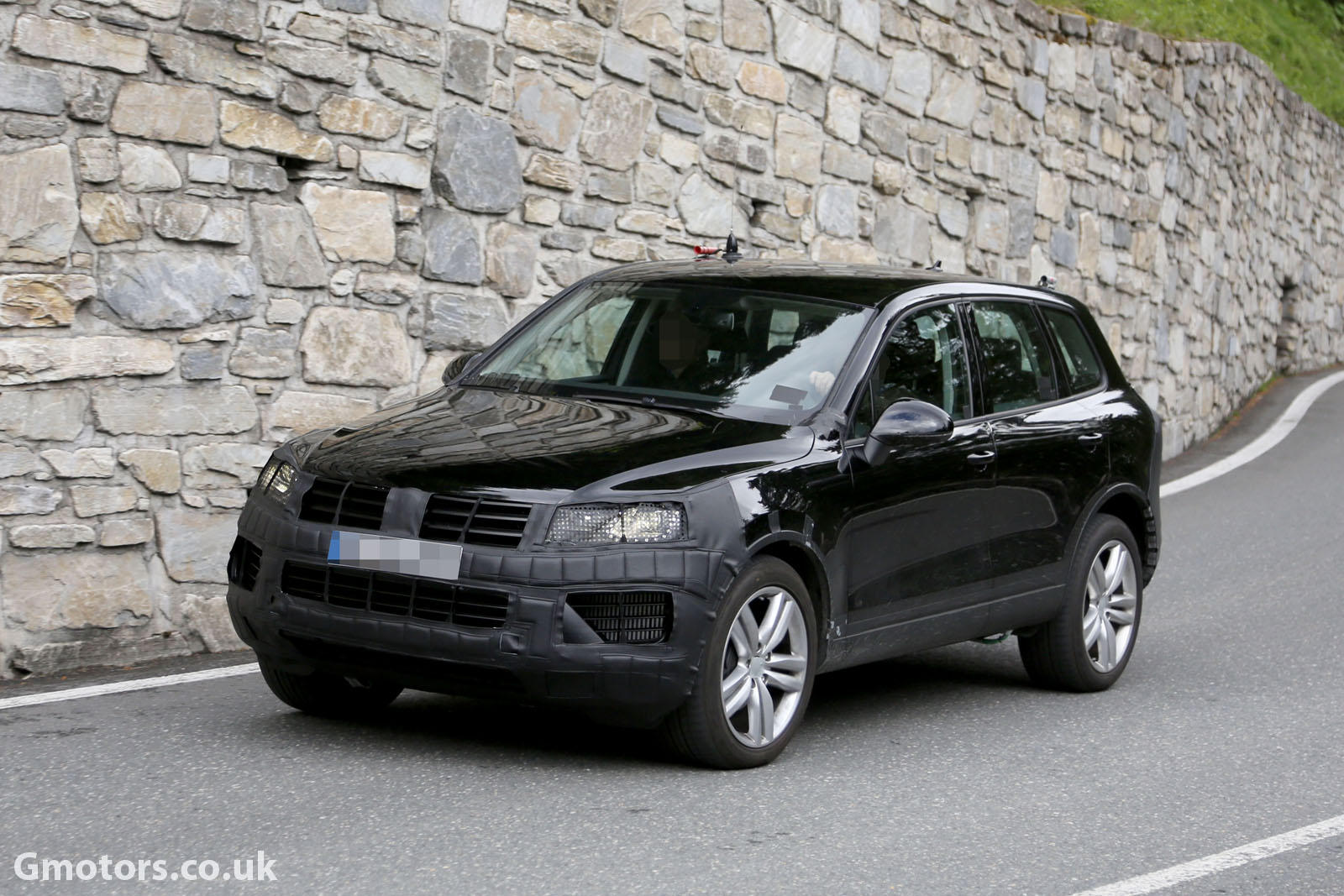 2015 Volkswagen Touareg Facelift Spied Testing In The Alps