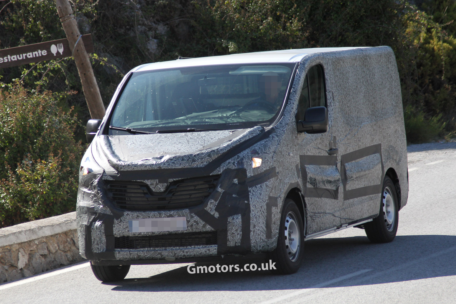 http://www.gmotors.co.uk/news/wp-content/uploads/2013/09/2015-Renault-Trafic-3.jpg