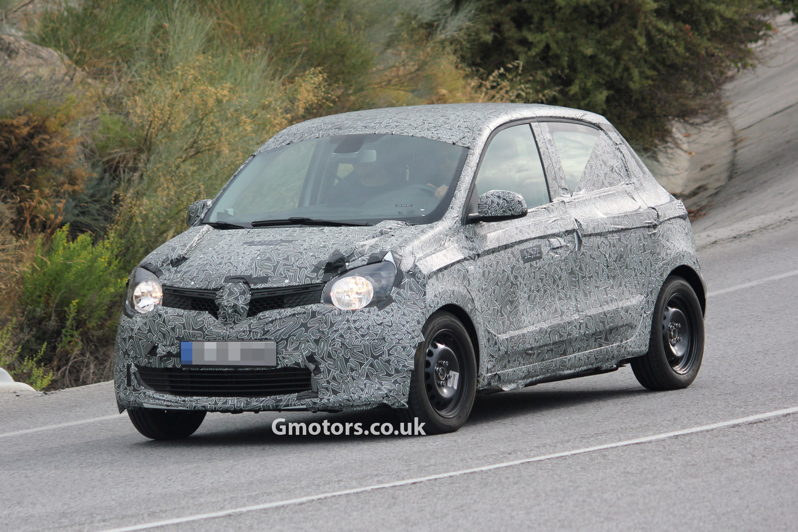 2015 renault twingo 5 door spied for the first time looks like twin run concept. Black Bedroom Furniture Sets. Home Design Ideas