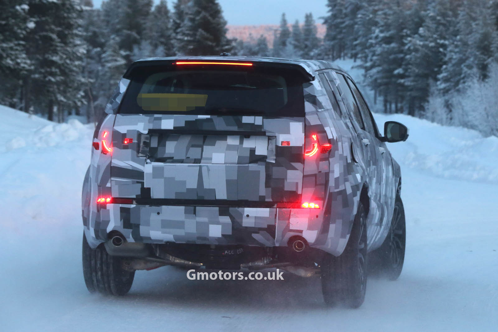 2014 - [Land Rover] Discovery Sport [L550] - Page 2 2015-Land-Rover-Freelander-8