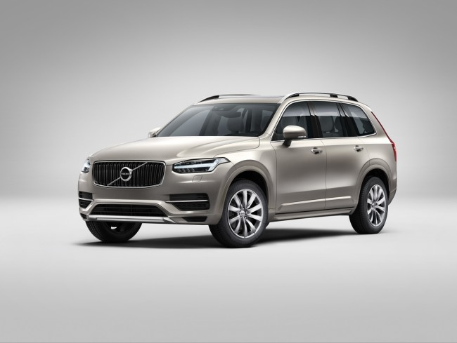 2015 Volvo XC90 front side 2