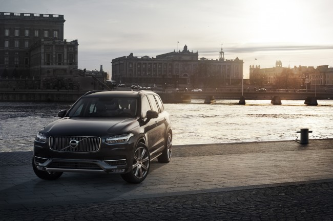 2015 Volvo XC90 front side