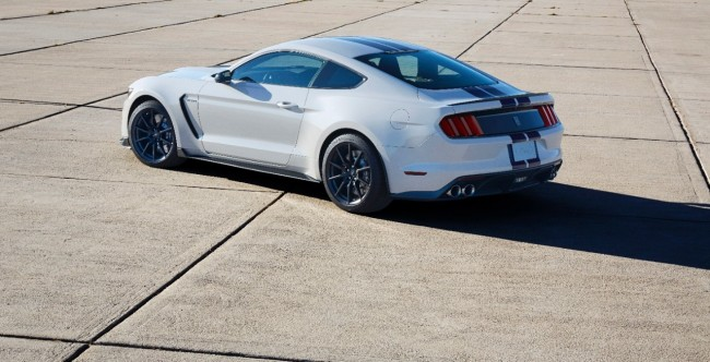 Ford Shelby GT350 Mustang 10