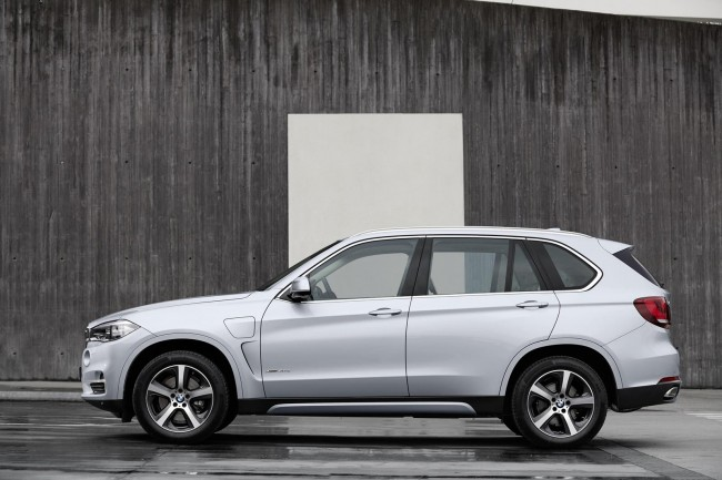 2015 BMW X5 xDrive40e side