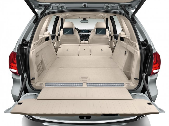 2015 BMW X5 xDrive40e trunk