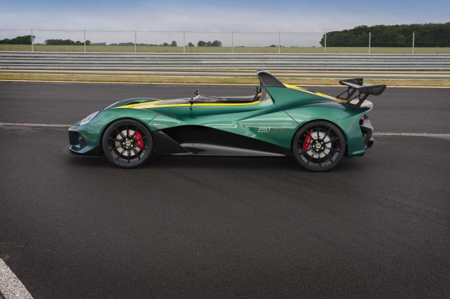 2016 Lotus 3-Eleven on the track side
