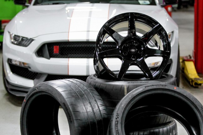 Ford Shelby GT350R Mustang carbon fibre wheels 2