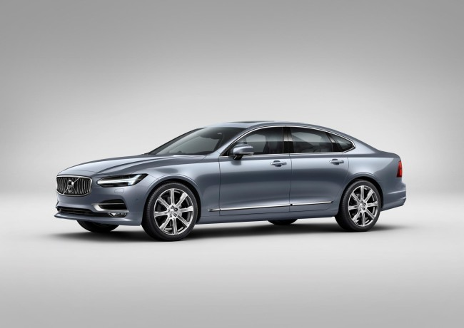 171444_Front_Quarter_Volvo_S90_Mussel_Blue
