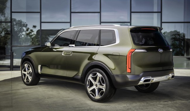 Kia Telluride_rear quarter
