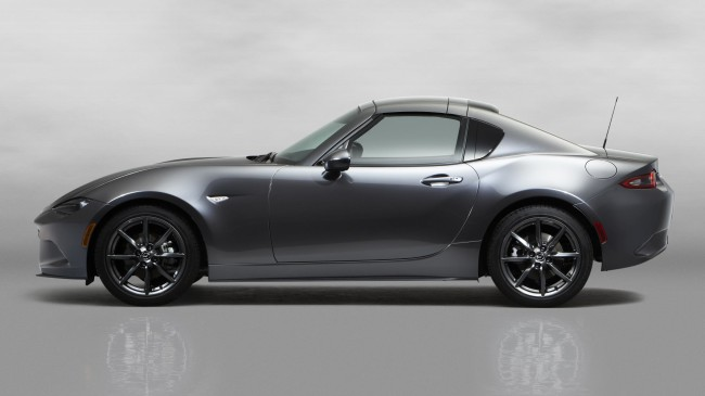 8Mazda_MX-5RF_showmodel_Side_close_bodycolorroof_white
