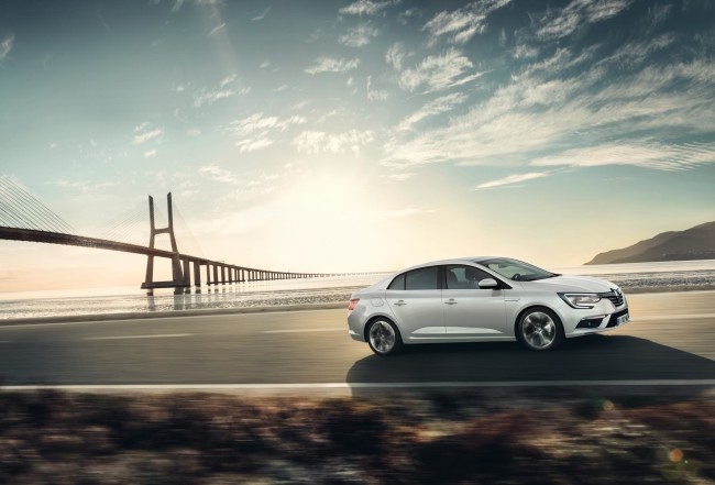 ALL- NEW MÉGANE GRAND COUPE EMBARGO 09h00 UK 120716 (3)