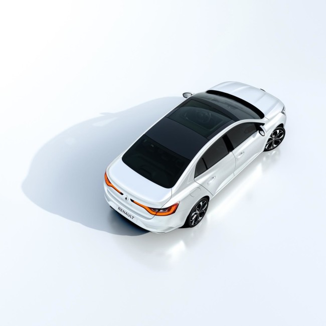 ALL- NEW MÉGANE GRAND COUPE EMBARGO 09h00 UK 120716 (5)