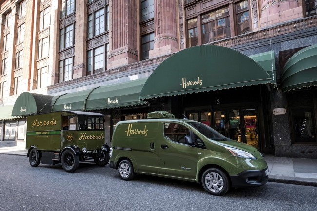 426187333_All_electric_Nissan_e_NV200_revolutionises_iconic_Harrods_delivery_fleet