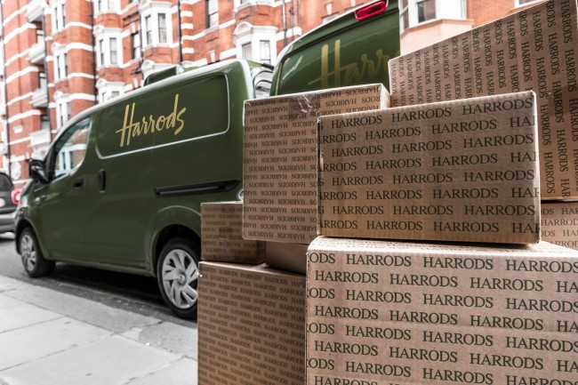 426187334_All_electric_Nissan_e_NV200_revolutionises_iconic_Harrods_delivery_fleet