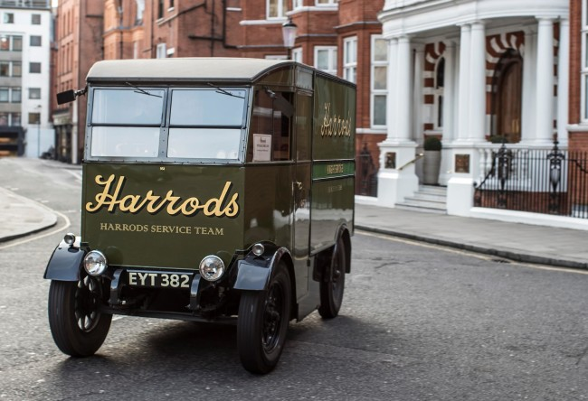 426187335_All_electric_Nissan_e_NV200_revolutionises_iconic_Harrods_delivery_fleet